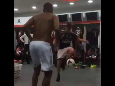 El Shaarawy & Robinho Incredible skills show in locker room 2014 HQ