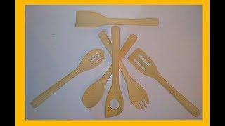Confeccionando  um conjunto de colheres de bambu artesanalmente.