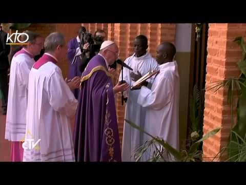 A Bangui, la Porte de la miséricorde est ouverte