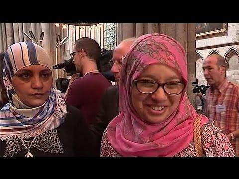 Γαλλία: Μουσουλμάνοι προσεύχονται μαζί με χριστιανούς στη μνήμη του Ζακ Αμέλ