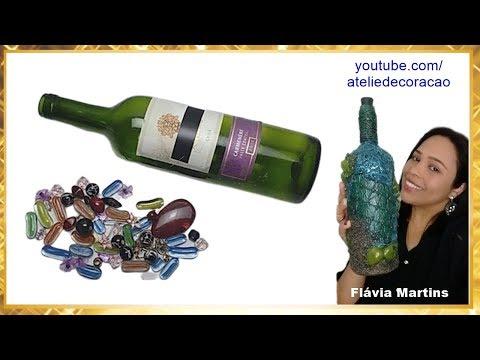 Enfeitar garrafa com biju