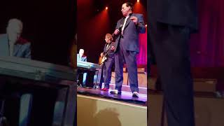 Chris Isaak Genesee waukegan, Kenney Dale