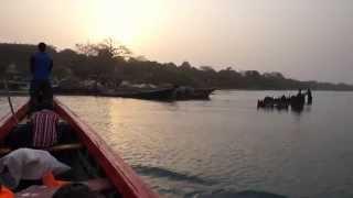 preview picture of video 'Panne de pirogue en Guinée'