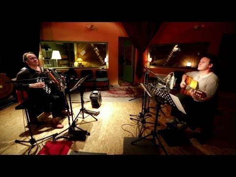 Richard Galliano & Sylvain Luc - La Foule - Extrait de 'La Vie en Rose' online metal music video by RICHARD GALLIANO
