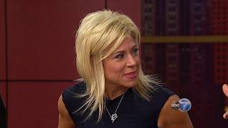 'Long Island Medium' Theresa Caputo reads WCL audience members - PART 1