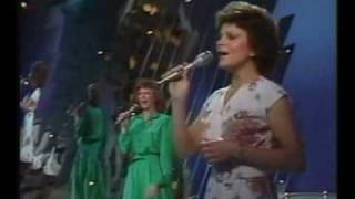 Reba McEntire You Lift Me Up To Heaven