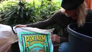 Grow Cannabis – Mixing Soil – by Jorge Cervantes