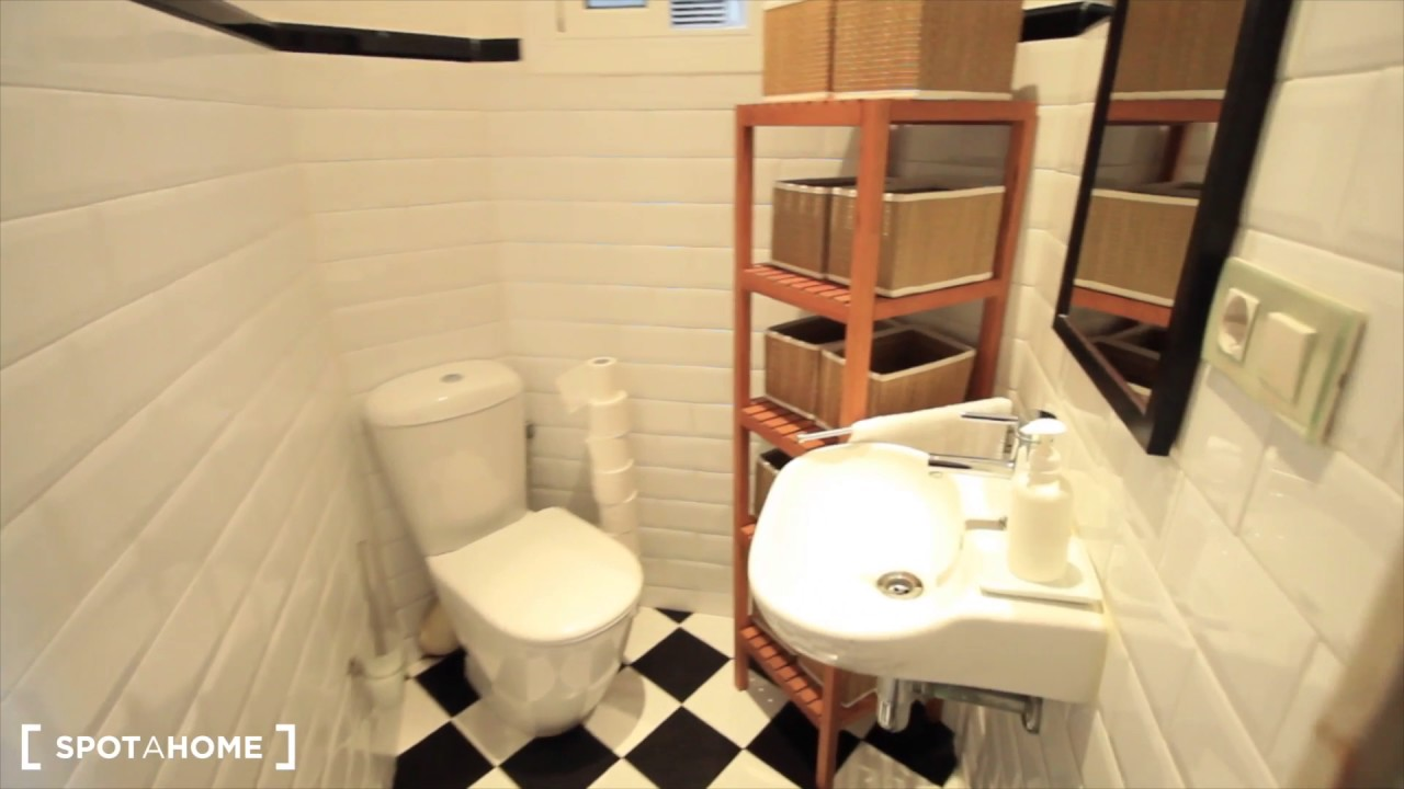 Rooms for rent in luminous 8-bedroom apartment in Barri Gòtic