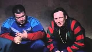 Дукалис зашел в хату к блатным)