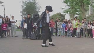 Bản sao huyền thoại nhạc Rock Michael Jackson. Tôi không thể tin được đó là sự thật.....