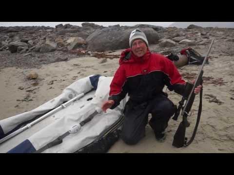 Ruffen kumivene jääkarhun kynsissä