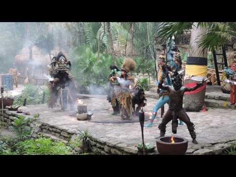 Ритуальный танец индейцев майя. Парк Шкарет, Мексика видео