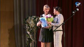 Лучших педагогов Новгородской области поздравили на областном празднике ко Дню учителя
