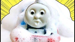 きかんしゃトーマスプラレール おばけ電車が走るとトンネルや踏切が泡まみれ⁉Thomas&friend Milky Kids Toy