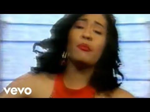 Selena - La Carcacha (Official Video)