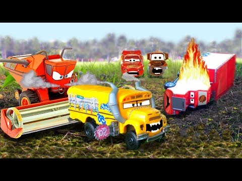TRACTOR TIPPING Toys Disney Cars Incredibles 2 Lightning McQueen Saves MACK Hauler Cars Toy Movie