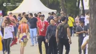 Болельщики прибывают к стадиону перед матчем Португалия - Марокко