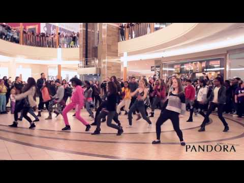 BRAMALEA CITY CENTRE: PANDORA ESSENCE FLASH MOB