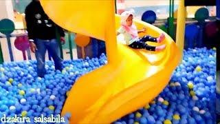 Disini Senang Disana Senang Lagu Anak | Bermain Perosotan, Mandi Bola Di Kidzoona Playground