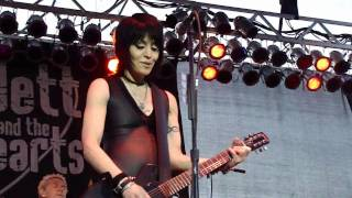"JOAN JETT AND THE BLACKHEARTS - ""You Drive Me Wild"" / ""The French Song"" @ Sonoma-Marin Fair, 6/25/10"