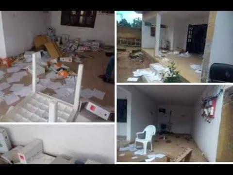 <a href='https://www.akody.com/cote-divoire/news/cote-d-ivoire-tension-a-bangolo-le-bureau-de-la-cei-saccage-et-des-camions-incendies-video-326920'>Côte d'Ivoire: Tension à Bangolo, le bureau de la CEI saccagé et des camions incendiés [Vidéo]</a>