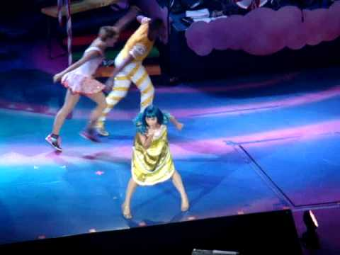 Katy Perry-Costume changes :)