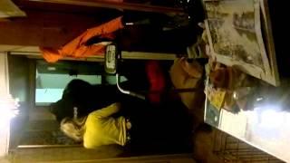 пьяную Карину Барби выкидывают менты из коммуналки