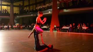 Cirk Atum - párová akrobacie