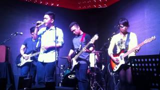 Beating the red lights - Wag Na Lang at Primos Cuisine and Lounge The hub