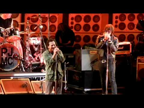 Pearl Jam ft. Julian Casablancas- Red Mosquito, PJ20 Day 2