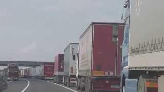 preview picture of video 'Uzavřený hraniční přechod Rajka pro kamiony - část 1'