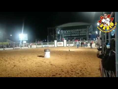Lisandra Carvalho montando Don Quixote River Cavalo Juquitibense vence a prova dos 3 tambor do Rodeio de Salto de Pirapora