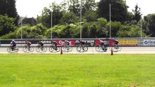 preview picture of video 'first keirin race at Herne Hill Velodrome May 2012'