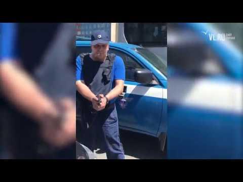 """Дорожный конфликт с автомобилем """"Спецсвязи"""" во Владивостоке"""