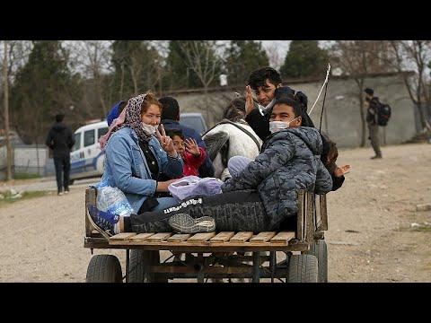 Χιλιάδες μετανάστες απωθούνται από τα σύνορα