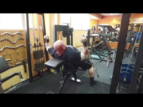 Gimnastyczka z mięśniami