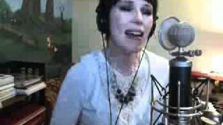 """K karaokes to """"I Had a Dream"""" (Joss Stone)"""