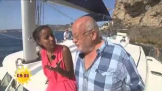 Sarah Nuru An Bord Von Katamaran Charter Mallorca