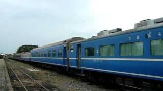 preview picture of video 'タイ国鉄トラン駅で入換えをする元JRのブルートレイン'