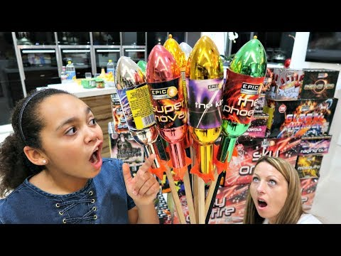 Fireworks! Happy New Year 2018 | Toys AndMe Special