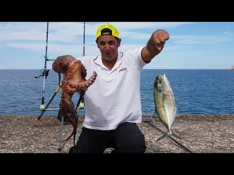 La pesca in Gelendzhik nel mare di una fotografia