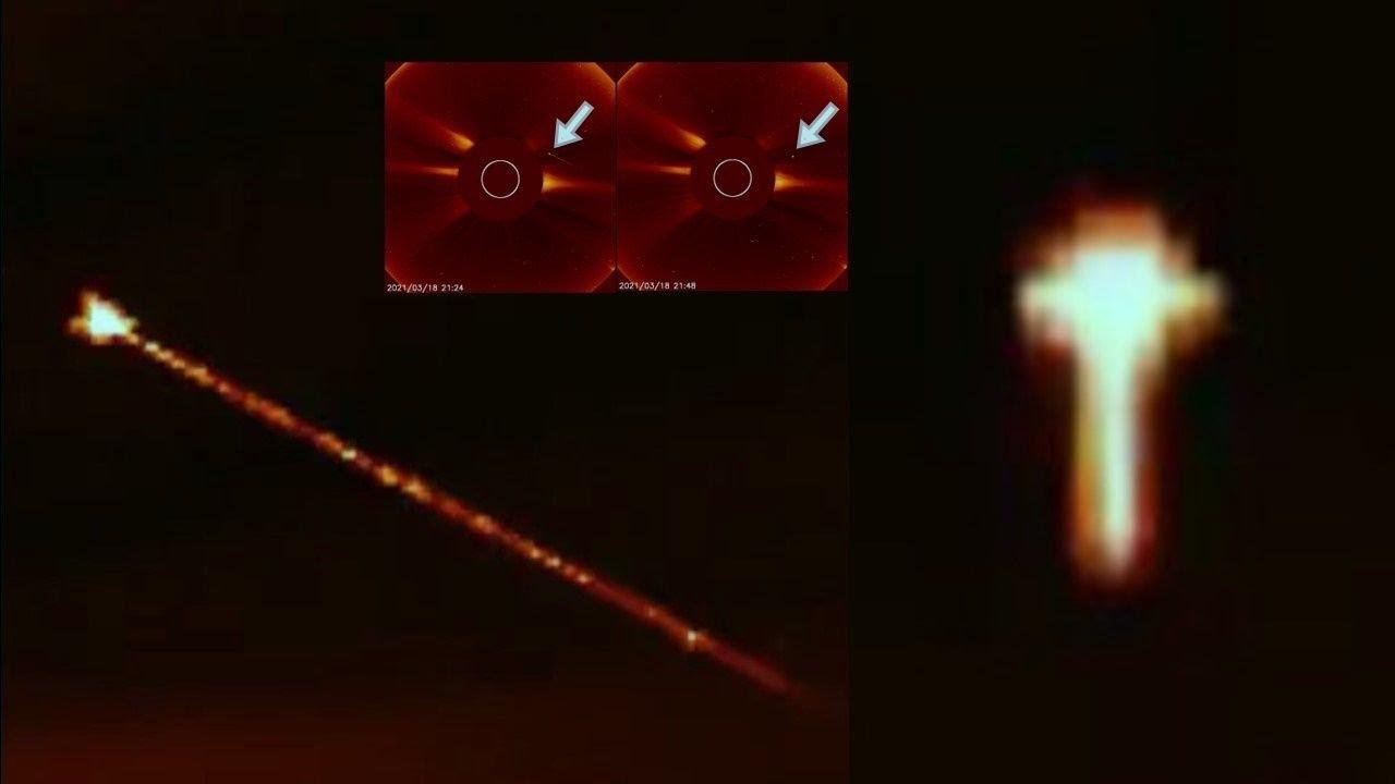 Objeto espacial triangular dispara un rayo, luego aparece una anomalía en forma de cruz, 18 de marzo de 2021