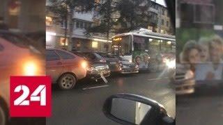 Троллейбус протаранил семь машин в Кемерове - Россия 24