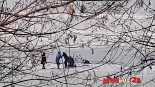 Прохожие спасли провалившегося под лед мужчину на Кунгасном