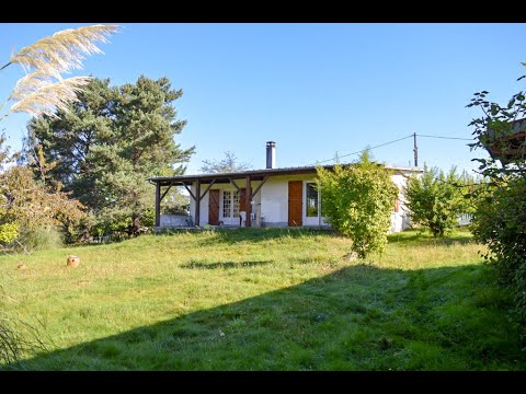 Single floor bungalow, outbuildings and lovely wooded park