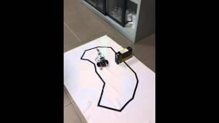Un robot LEGO Mindstorm EV3 che insegue una linea in cui è presente un ostacolo…