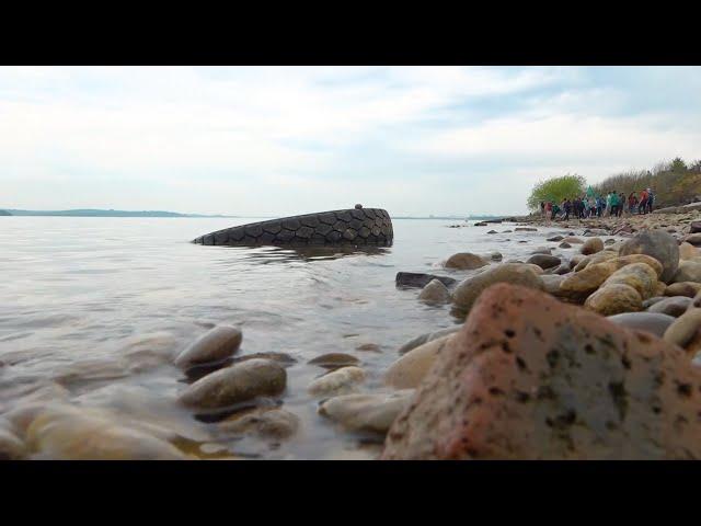 Берег Ангары очистили от гниющей резины