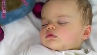 Aider bébé à s'endormir.