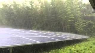 台風直撃の太陽光発電パネル