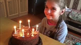 Ребёнок задувает свечи и происходит невероятное